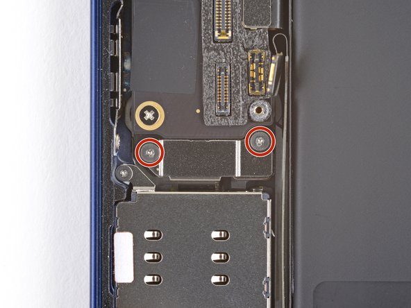 <span id='buoc-11-thao-khung-bao-ve-cap-ket-noi-dau-doc-the-sim'></span>Bước 11. Tháo khung bảo vệ cáp kết nốiđầu đọc thẻ SIM