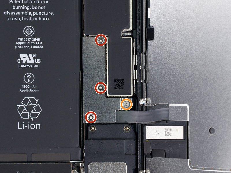 Mở ốc khung bảo vệ cáp màn hình