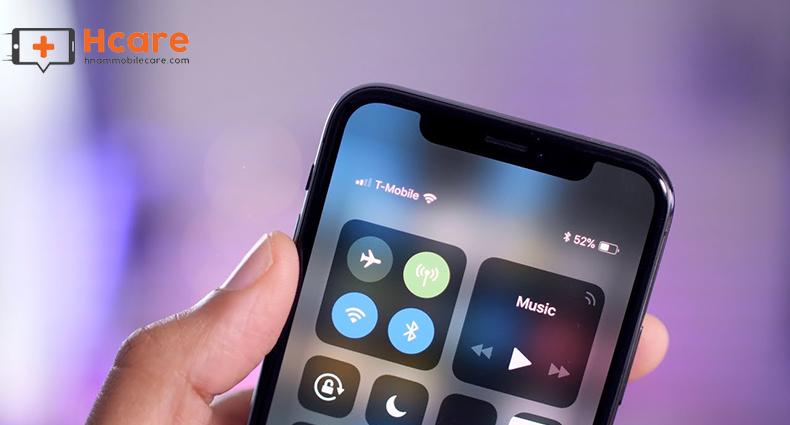Thiết kế không có jack tai nghe iphone X đôi khi gây nhiều khó chịu trong sử dụng điện thoại