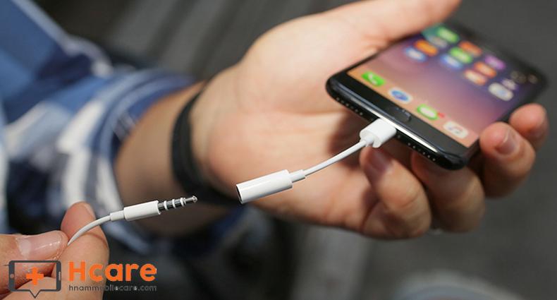 Jack cắm tai nghe là bộ phận cần thiết của điện thoại iPhone Xs
