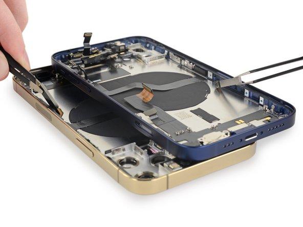 <span id='mo-dun-ang-ten-5g'></span>Mô đun ăng ten 5G được gắn ở cạnh sườn máy iPhone 12 và iPhone 12 Pro